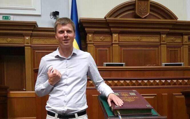 Депутат Льоша Мушак порадив усім українським пенсіонерам зберігати свої заощадження в ЗОЛОТІ.