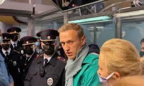 Навальный вернулся в Россию и был задержан; ЕС и США призывают освободить оппозиционера