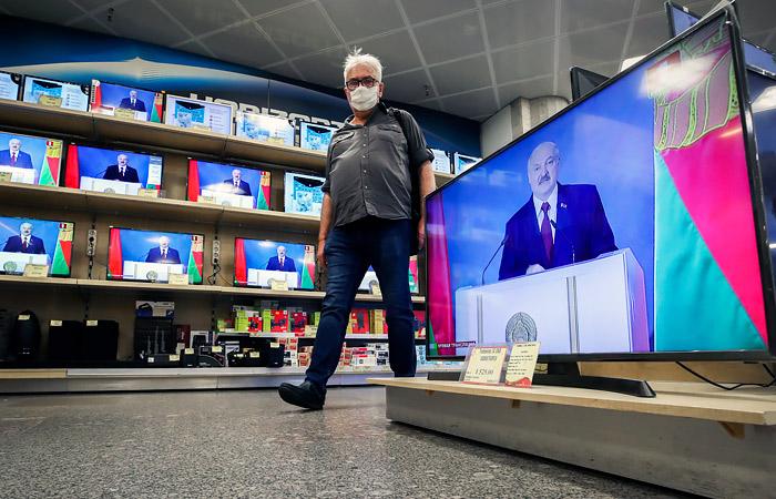 «Кремлевская угроза»: Что значит для Беларуси блокировка телеканалов Медведчука в Украине