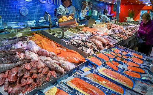 Може врятувати від хвороби! У популярній рибі знайшли речовину, здатну вбити коронавірус