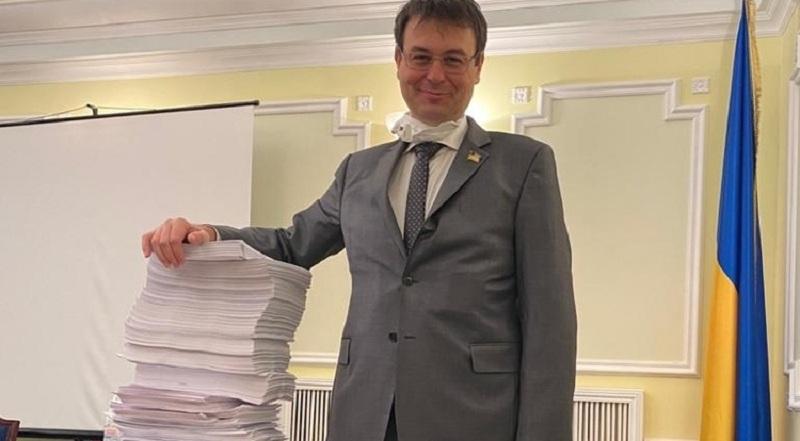 Послуги нотаріусів в Україні подорожчають в 100-500!!!! разів: Гетманцев вже вніс два законопроекти в Раду!