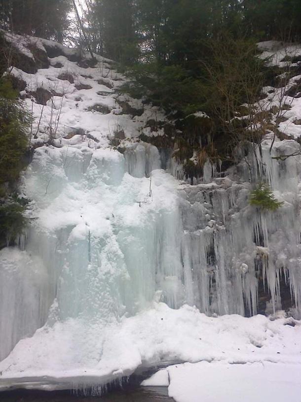 В Карпатах из-за сильных морозов замерзли водопады