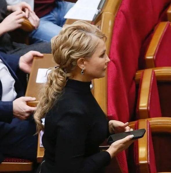 """Юлия Тимошенко завязала необычный """"хвост"""": в Раде """"выгуляли"""" новую прическу"""