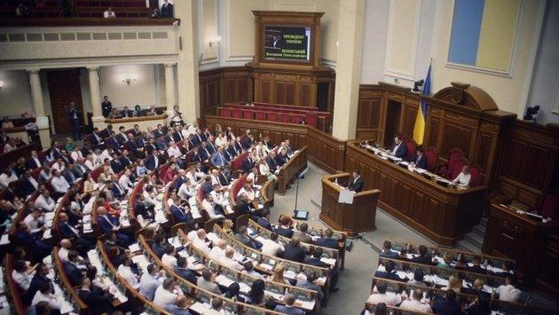 """Порошенко чуть не подрался со """"слугами народа"""": в Раде произошла потасовка"""