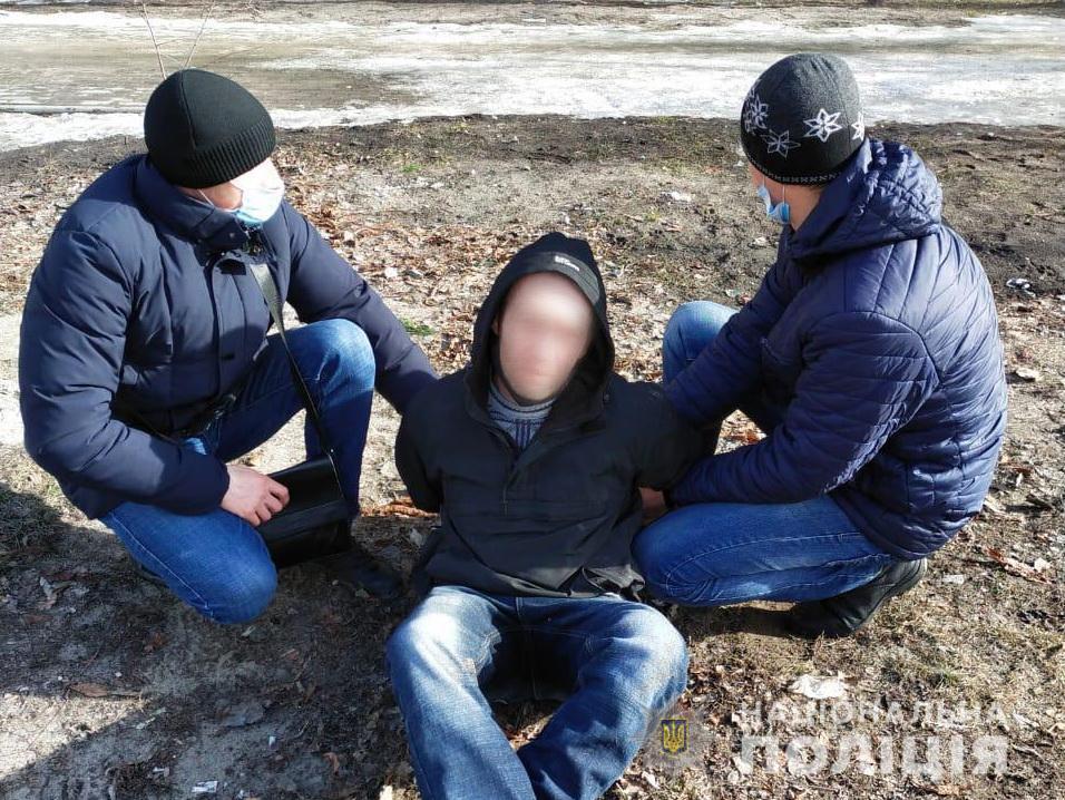 У Сумах розлючений чоловік вимагав відставки поліцейського, погрожуючи гранатою