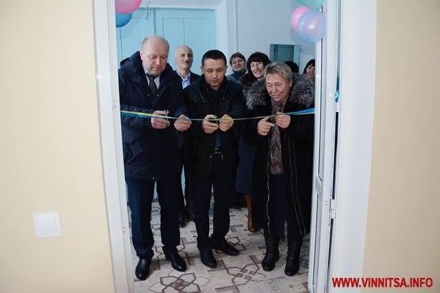У той час коли Ілон Маск запустив величезну космічну ракету в космос. В Україні чиновники при краватках урочисто відкрили туалет в школі на Вінниччині?!!!