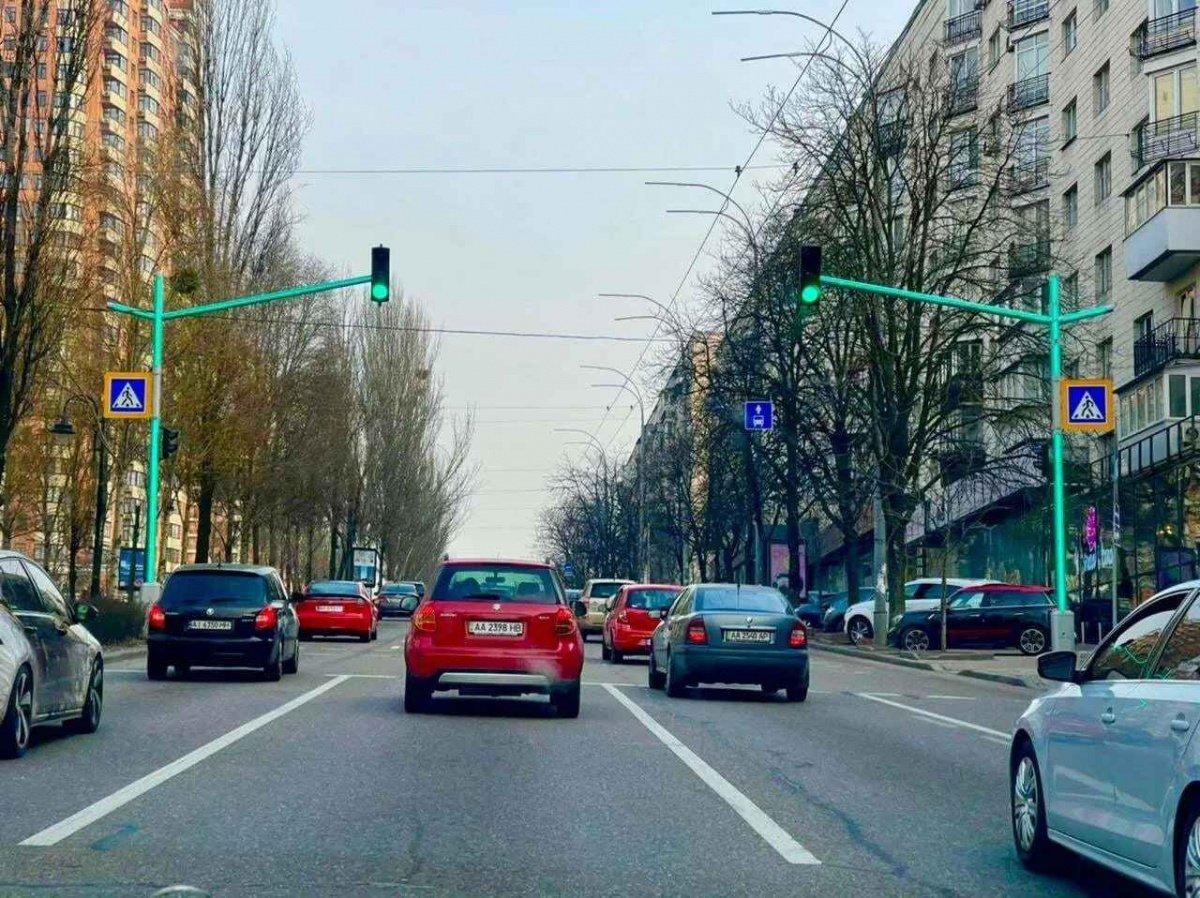 В центре Киева установили уникальный светофор