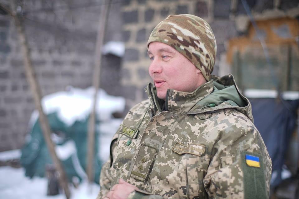 Воєнком питає: «Ти хочеш бути військовим?» Я кажу: «Так!» Він каже: «Ну, таких бовдурів тільки в танкісти або в піхоту!» Я кажу: «Ну, я в танкісти піду!» На той час це було не престижно, і тільки дурні хотіли йти в армію.