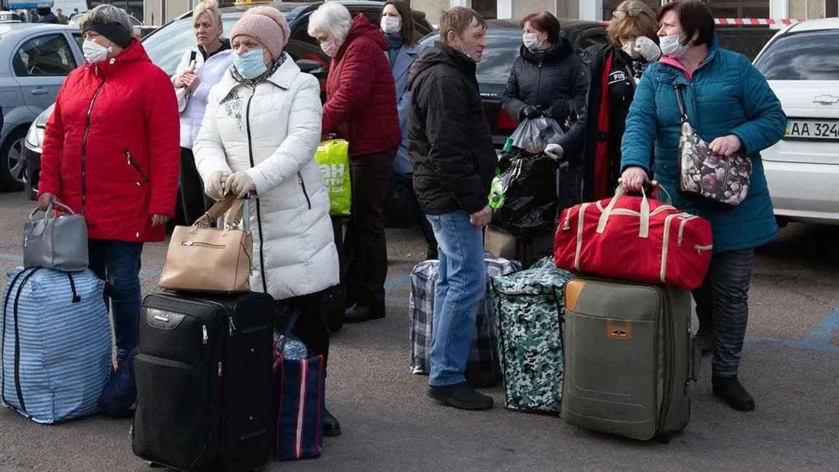 Россия депортирует около 150 тыс. украинских заробитчан: что их ждет на родине