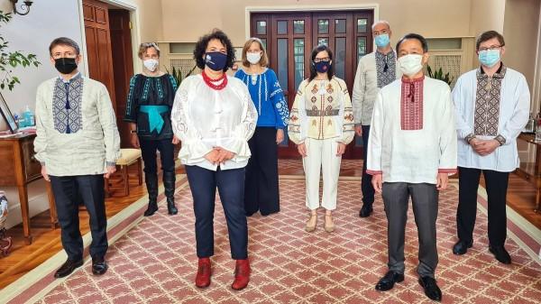 Послы стран G7 опубликовали фото в вышиванках