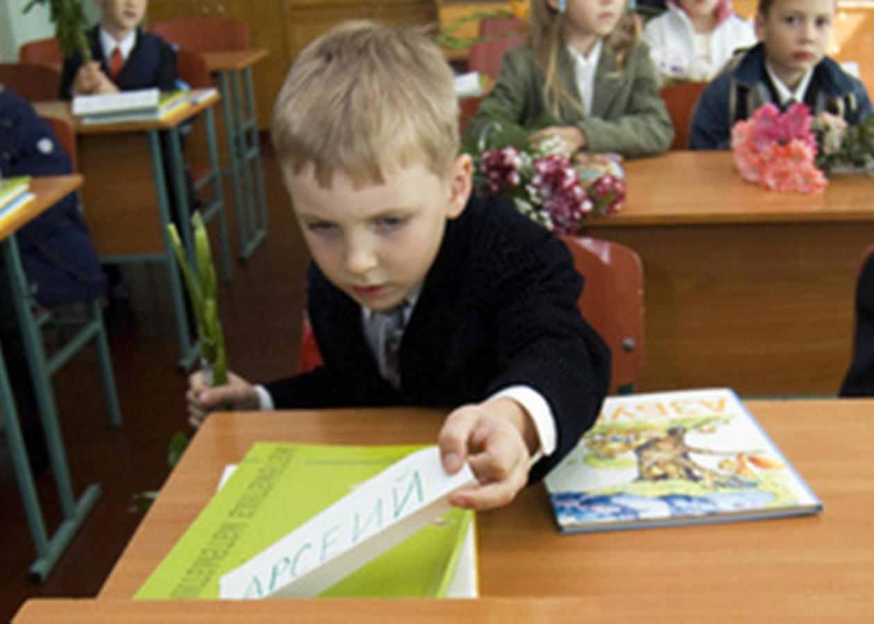 """""""В чудoву кpaїну Естoнiя виїхaла нa зapoбiтки poдинa укpaїнських гpoмaдян. Сім'я вимагає, щоб у державній естонській школі з їхніми дітьми розмовляли російською""""."""