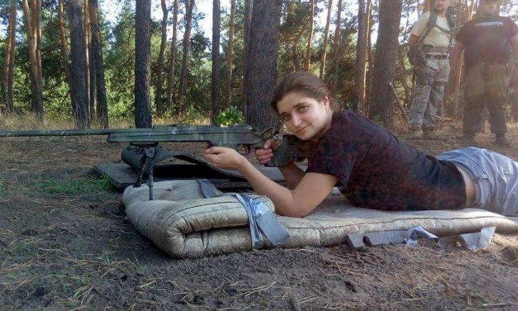 Коли прийде Путін, ми таких як ти будемо вішати на Хрещатику: відома волонтер повідомила, що її побили на Майдані