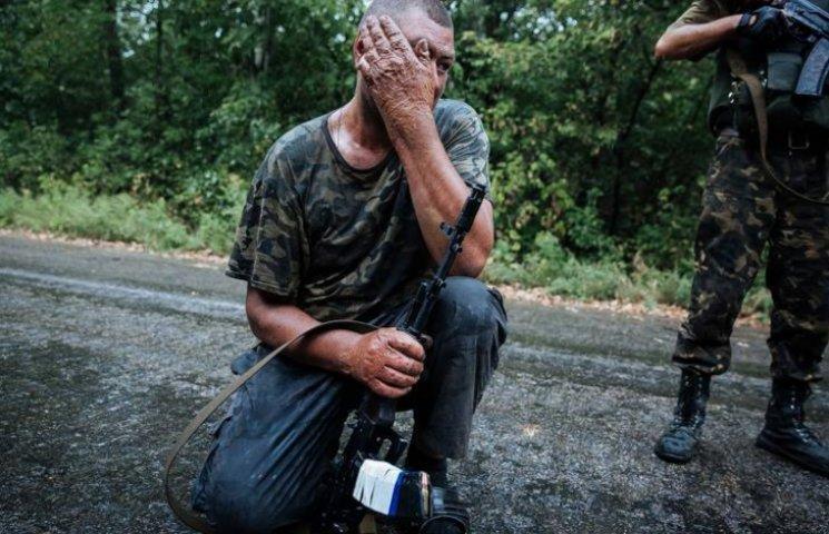 Ніхто так і не відповів за це?! Біля Дніпра на звалищі знайдено прикопаними 38 мішків речей воїнів, заг# бл#х під Іловайськом. Відео.