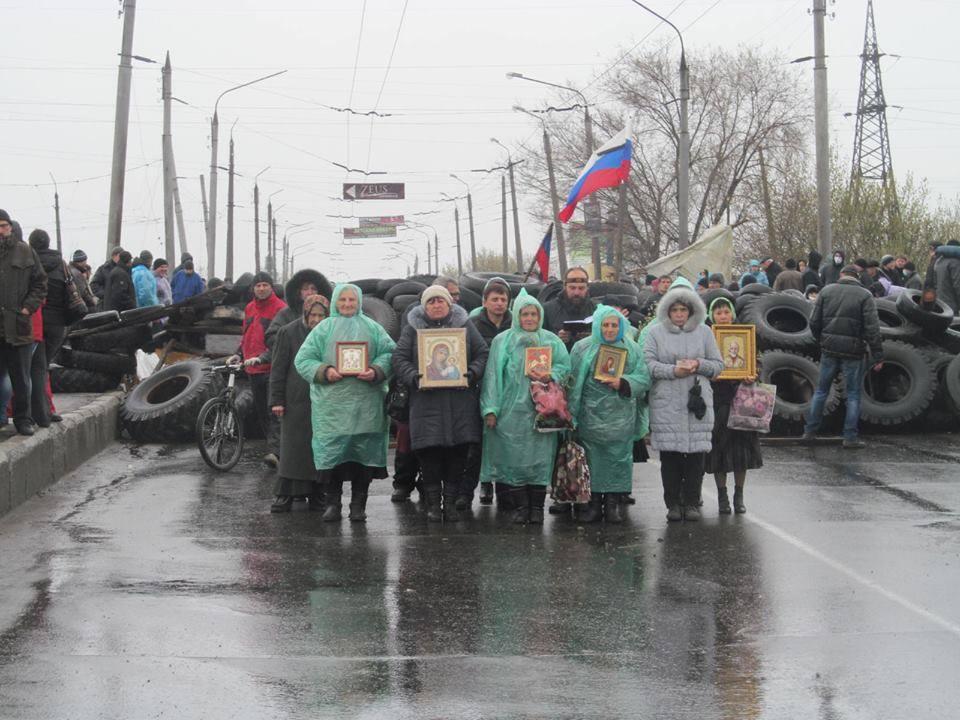 """Згадайте цих виродків, ця церква поставила """"свій народ"""" попереду військ РФ, щоб ВСУ при просуванні стріляла по ним. Донбас 2014"""