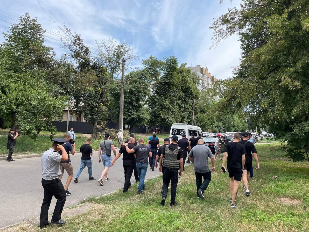 В Черкассах «Нацкорпус» прогнал из-под суда сторонников «ОПЗЖ»