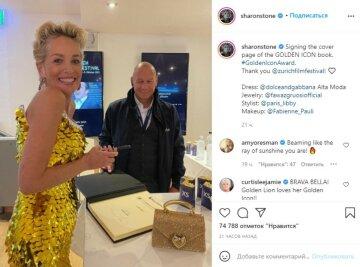 """63-летняя Шэрон Стоун в золотом платье с пайетками показала, как молодо выглядит: """"Время на ее стороне"""""""