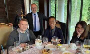 Французские сенаторы встретились с Виктором Медведчуком, находящимся под домашним арестом