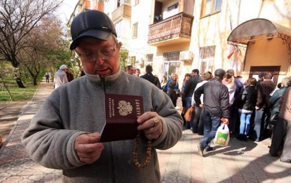 Зачем Россия раздает паспорта жителям ОРДЛО и гонит их на выборы в Госдуму