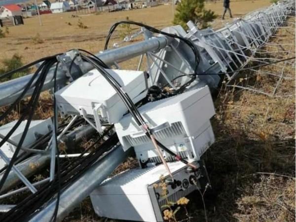 Жители российского села трактором снесли вышку сотовой связи, испугавшись «излучения» 5G